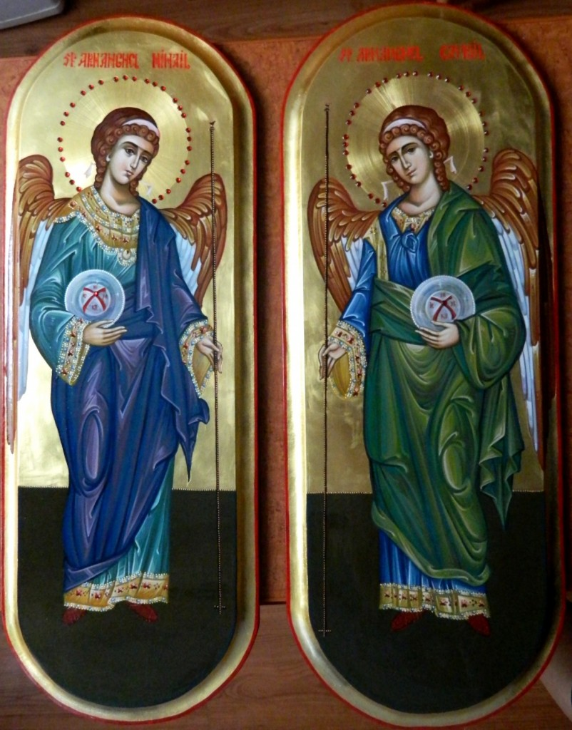 Sfintii Arhangheli Mihail si Gavriil- Icoane pentru usi diaconesti,realizate pe lemn, in tehnica bizantina, cu foita de aur de 22k. Dimnesiunea fiecarei icoane, 25X55cm