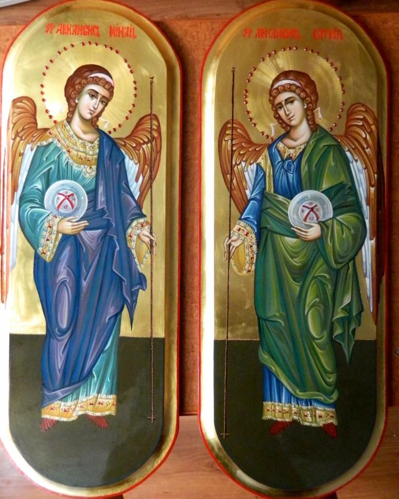 Sfintii Arhangheli Mihail si Gavriil -Icoane pentru usi diaconesti,realizate pe lemn, in tehnica bizantina, cu foita de aur de 22k. Dimnesiunea fiecarei icoane, 25X55cm
