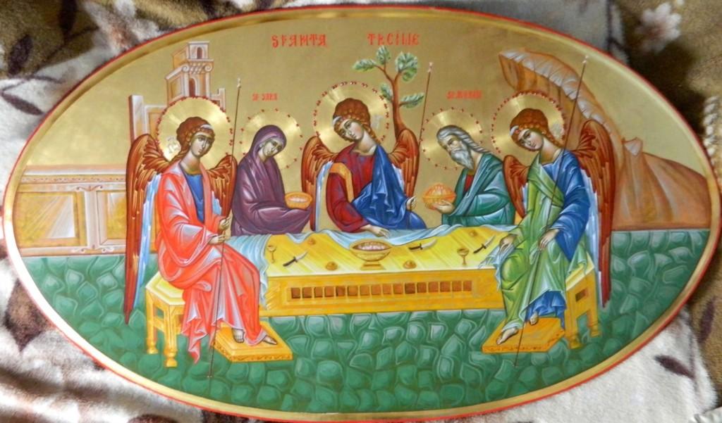 Sfanta Treime- _ Icoana realizata pe lemn, in stil bizantin , cu foita de aur de 22k, si aplicatii de pietre semipretioase. Dimensiuni, oval 90 X120 cm