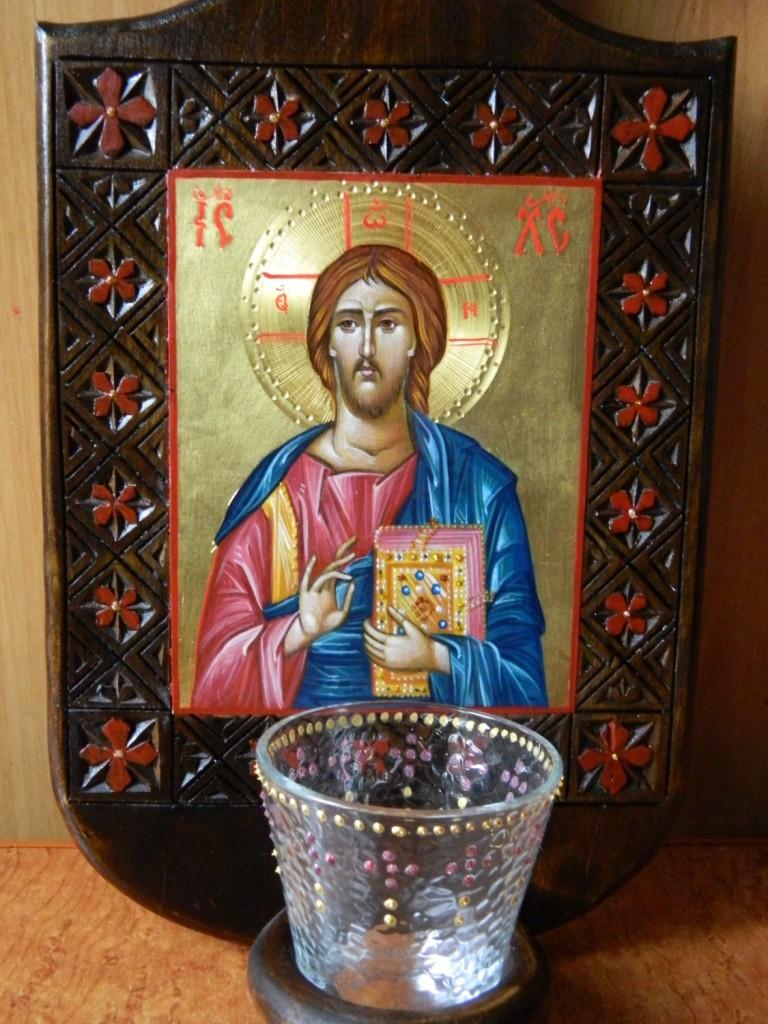 Candela Domnului  DETALIU_Iisus Hristos, realizata din lemn, sculptat manual, icoana este realizata cu foita de aur de 22k, in stil bizantin.   Dimensiune 35X 20 cm, dimensiune icoana 13x11cm.