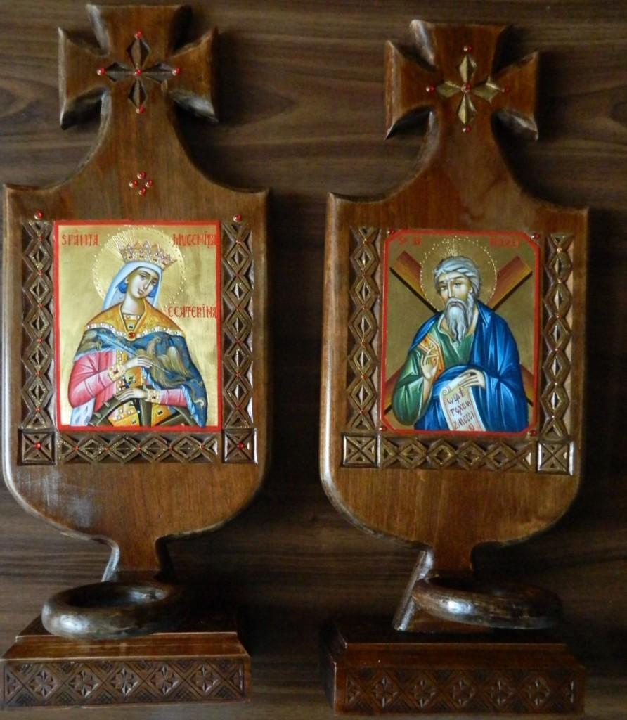 Candela Sfantului Apostol Andrei si Candela Sfintei Mc Ecaterina- Candela din lemn sculptata manual, icoana este pictata in stil bizantin cu foita de aur de 22k, la dimensiune de 12X 11cm. Dimensiune totala 45X 22 cm
