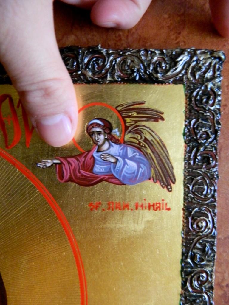 Maica Domnului cu Pruncul- Icoana realizata pe lemn, cu foita de aur de 22k, si aplicatii de pietre semipretioase. Dimensiuni, 30 cmX42cm