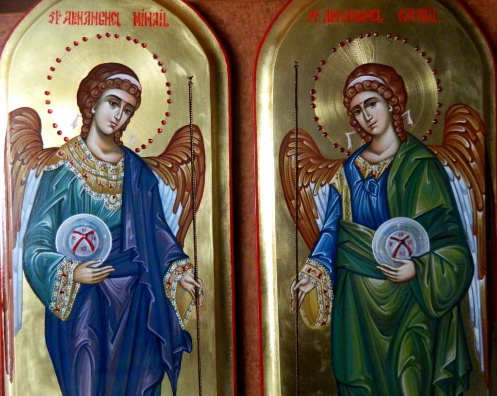 Sfintii Arhangheli Mihail si Gavriil- DETALIU-Icoane pentru usi diaconesti,realizate pe lemn, in tehnica bizantina, cu foita de aur de 22k. Dimnesiunea fiecarei icoane, 25X55cm