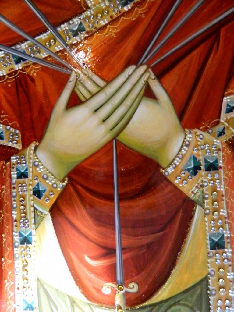 Maica Domnului Sapte Sageti-DETALIU_ Icoana pe lemn, realizata in tehnica bizantina, cu foita de aur de 22k, si aplicatii de pietre semipretioase. Dimensiuni 50X40 cm