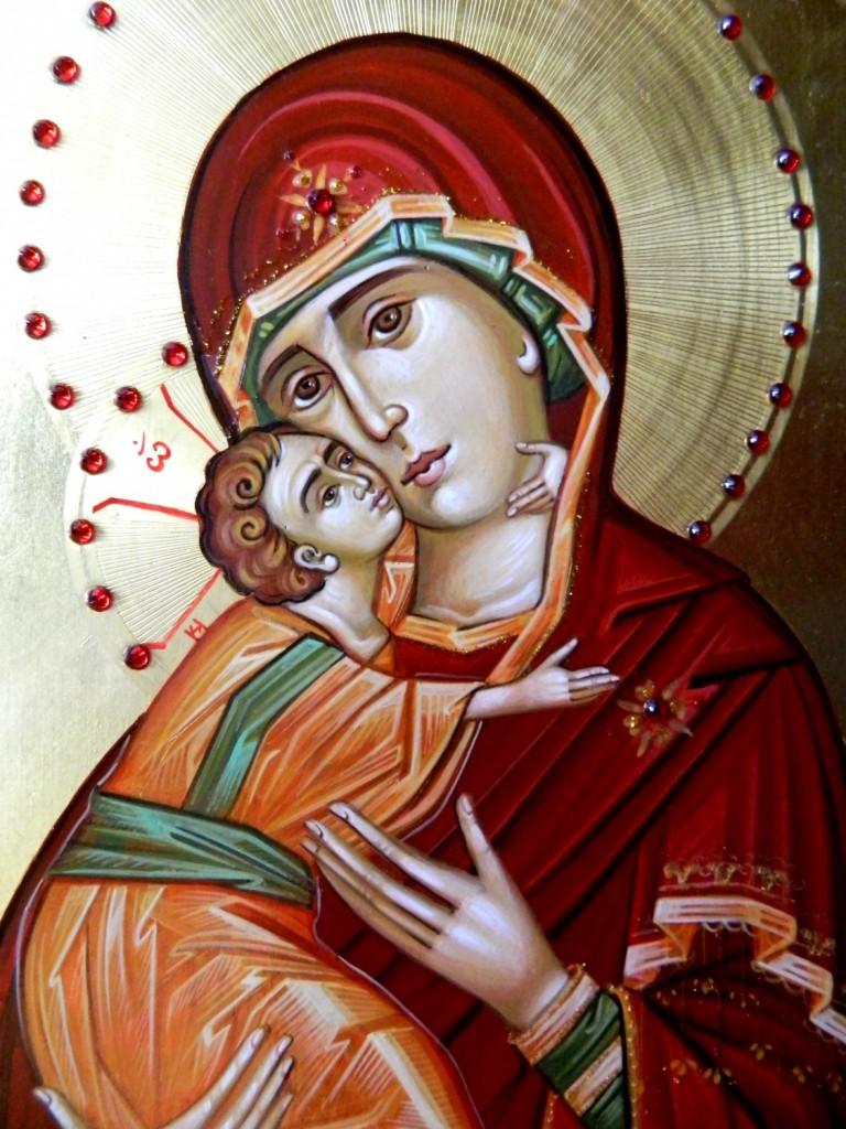 Maica Domnului cu Pruncul Dulcea Sarutare-DETALIU_  Icoana pe lemn realizata in tehnica bizantina, cu foita de aur de 22k si aplicatii de pietre semipretioase. Dimensiune A4