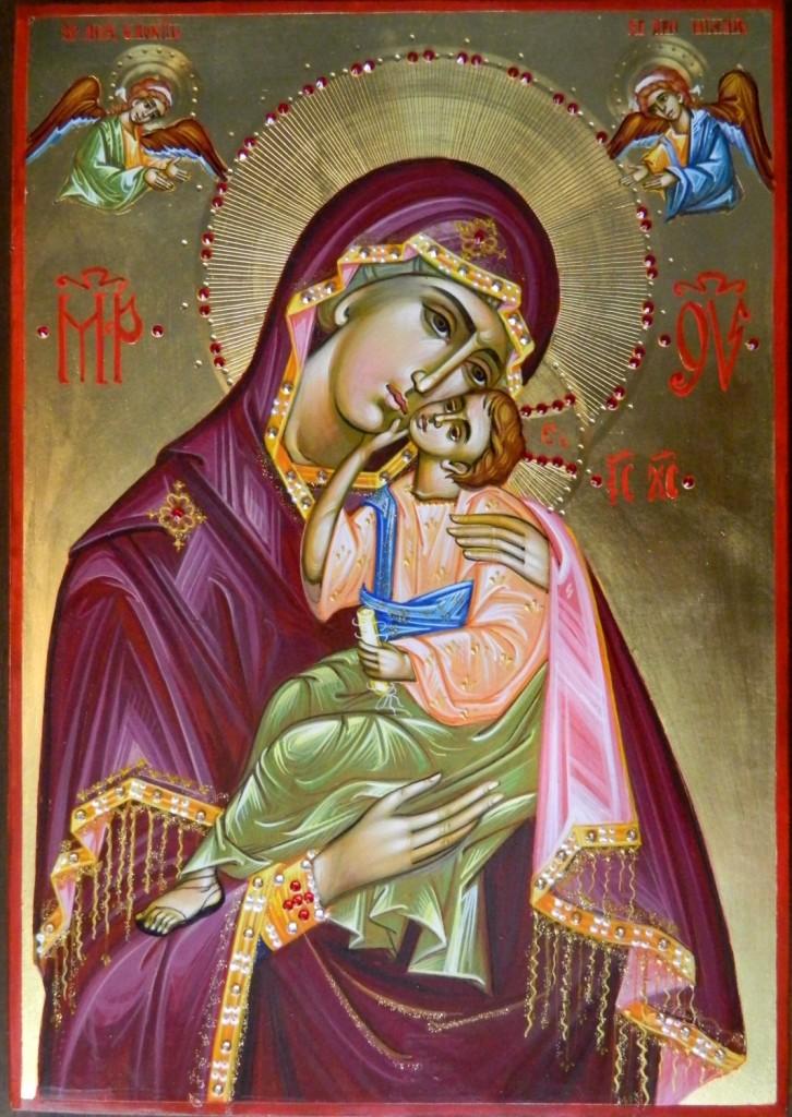 Maica Domnului cu Pruncul- Icoana realizata pe lemn, realizata in stil bizantin , cu foita de aur de 22k, si aplicatii de pietre pretioase. Dimensiune A4