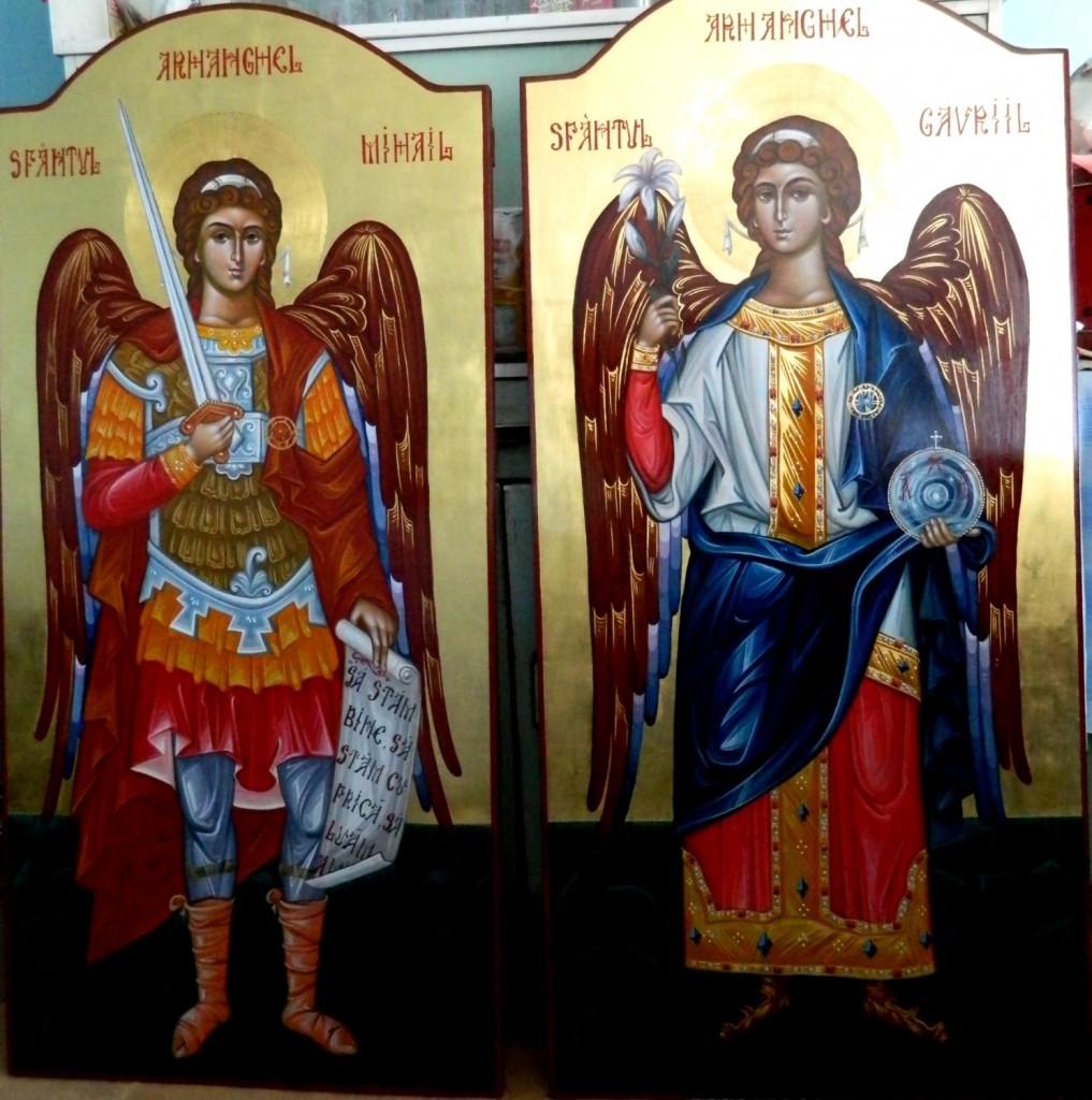 Sfintii Arhangheli Mihail si Gavriil- Usi Diaconesti- Icoane realizate pe lemn, tempera cu ou , in tehnica bizantina cu foita de aur de 22k.  Dimensiune 128 X70 cm