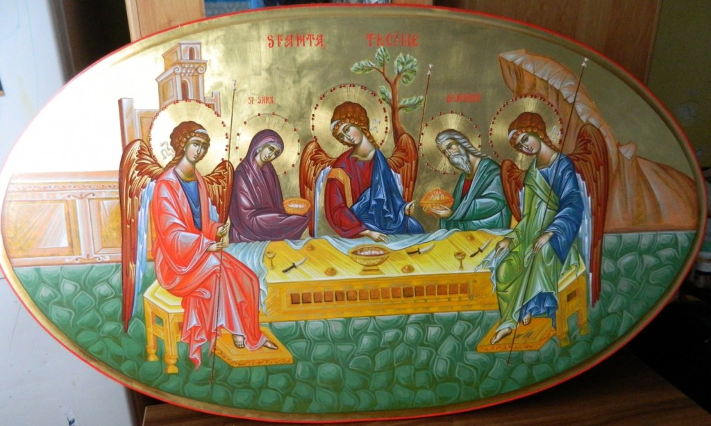 Sfanta Treime- Icoana realizata pe lemn, in stil bizantin , cu foita de aur de 22k, si aplicatii de pietre semipretioase. Dimensiuni, oval 90 X120 cm