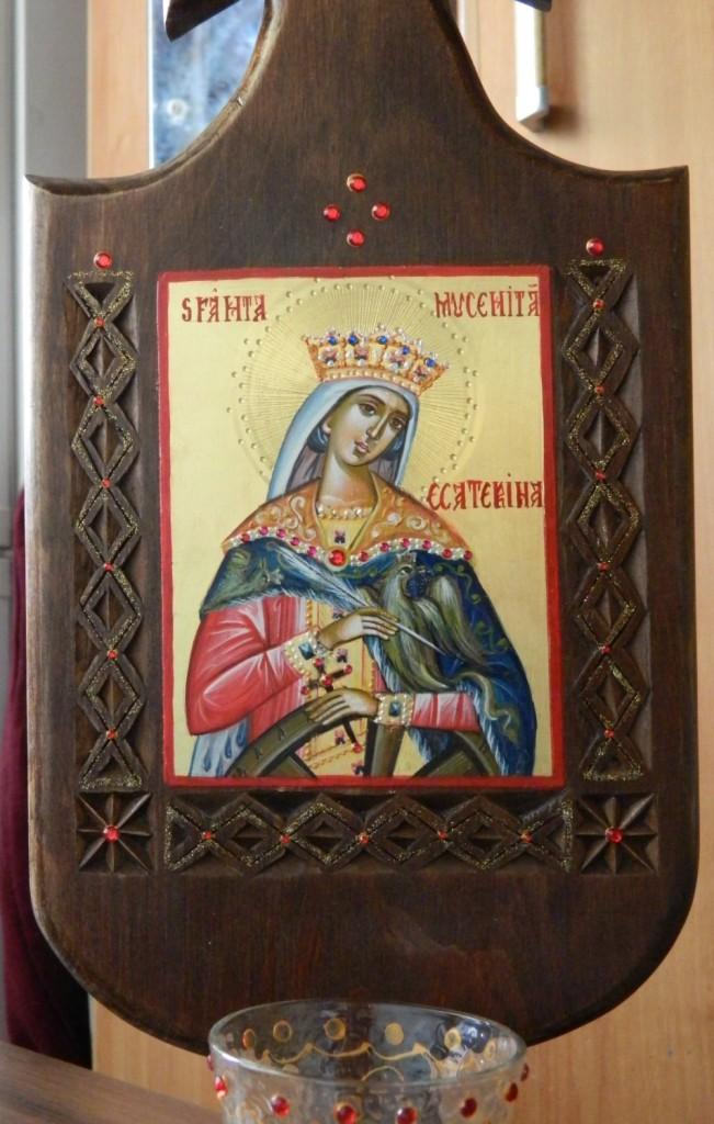 Candela Sfantului Apostol Andrei- Candela din lemn  sculptata manual, icoana este pictata in stil bizantin cu foita de aur de 22k, la dimensiune de 12X 11cm. Dimensiune totala 45X 22 cm
