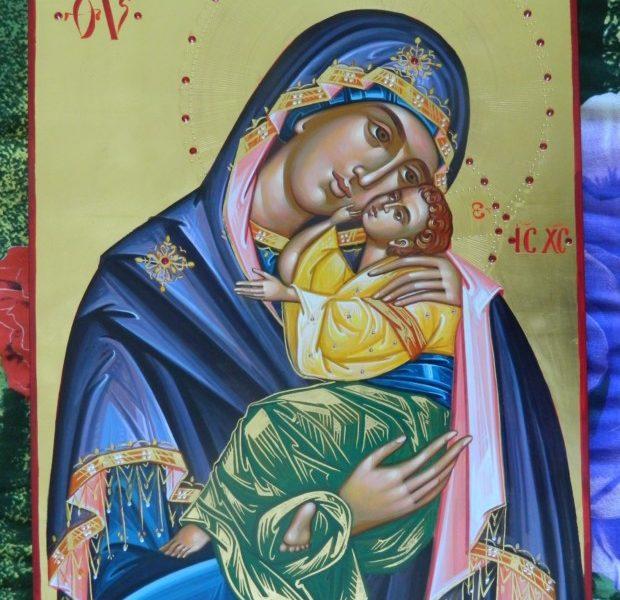 Maica Domnului Dulcea Sarutare (Glykofilusa)- Cea care mereu ne poarta in bratele sale pline de iubire!   Mother of God Glykophilusa - The one who always carries us in his arms full of love!